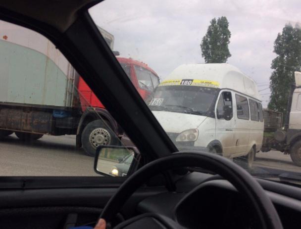 КамАЗ въехал в 160-ю маршрутку на въезде в Волгоград из Волжского