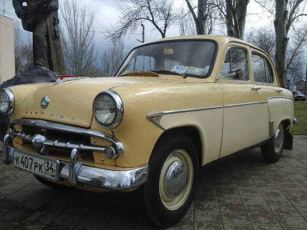 Крутые ретро автомобили презентовали на открытии парка «Волжский»