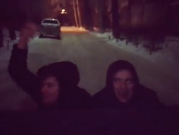 «Взрослые и независимые» прокатились по следам автомобиля в Волжском