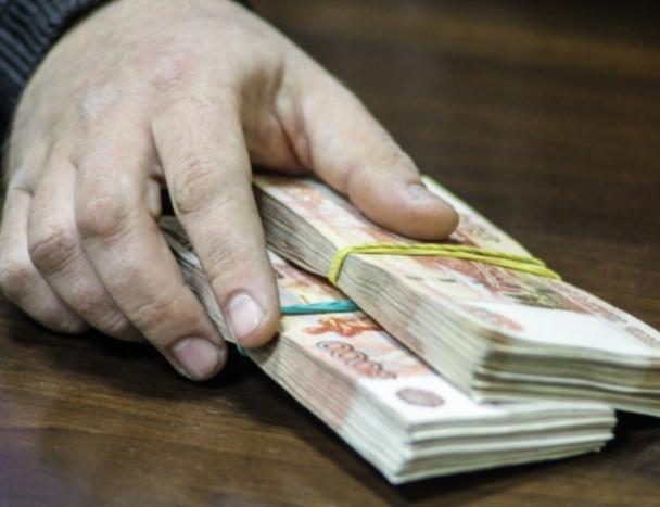 Пожилой адвокат из Волжского присвоил 500 тысяч клиента