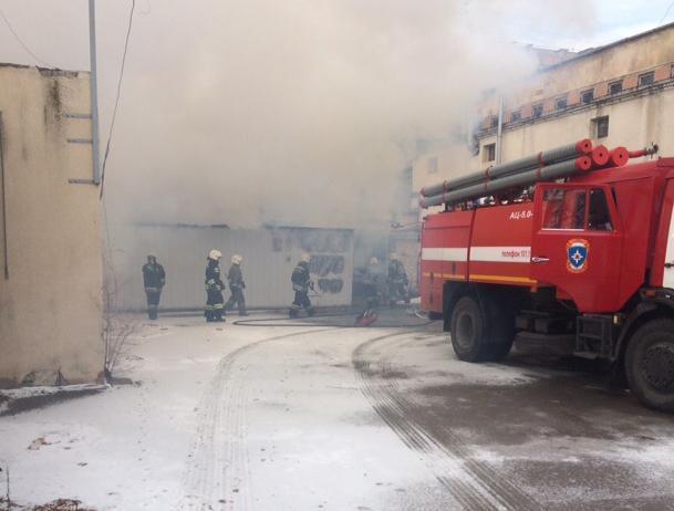 В Волжском «загадочным образом» сгорел вагончик