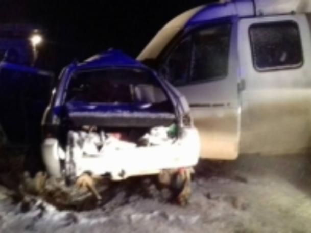 Под Волгоградом «легковушка» превратилась вгруду металла после ДТП, погибли 4 человека