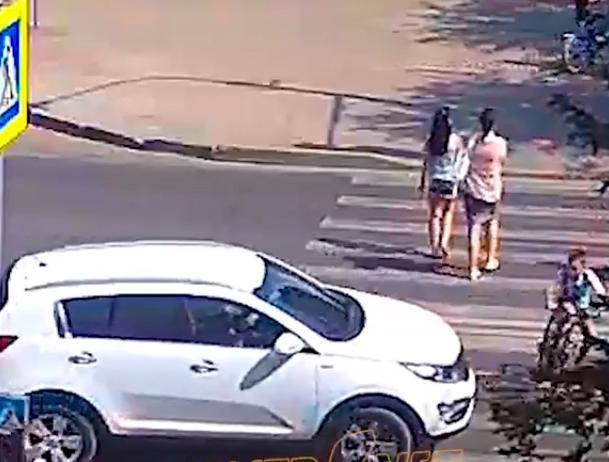 Подросток пролетел на капоте иномарки в Волжском