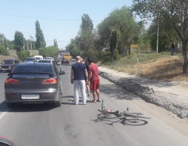 В Волжском очередной велосипедист бросился под машину