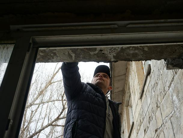 В Волжском восстанавливают ветхое общежитие