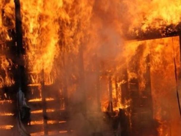 Гараж с LADA Kalina сгорел в Волжском