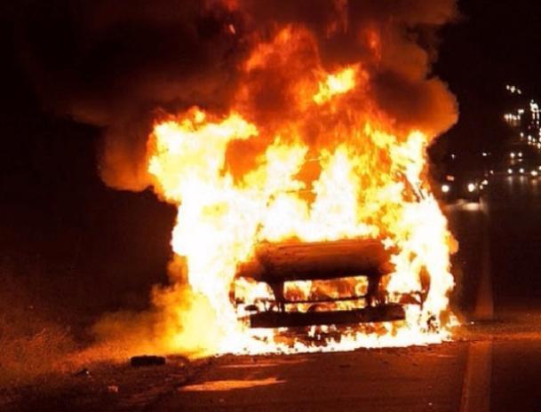 Два автомобиля подожгли вВолгоградской области
