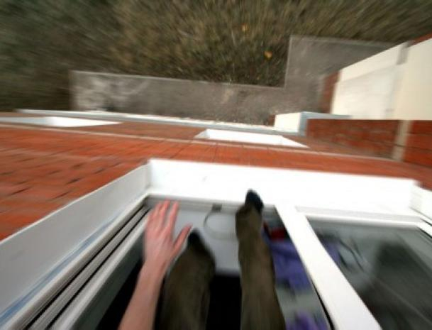 Мужчина выпал из окна больницы в Ленинске и скончался