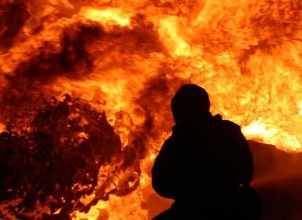 Старый трактор и дача сгорели за ночь под Волжским