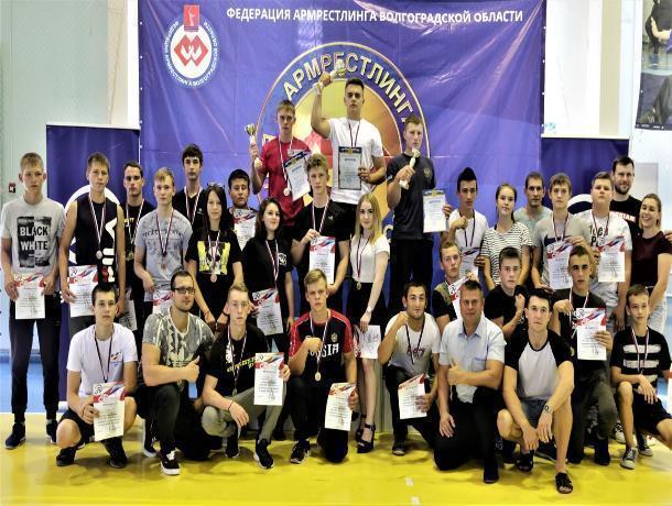 В Волжском прошли соревнования по армрестлингу