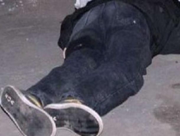 В Волжском на Горького Volkswagen Vento насмерть сбил мужчину