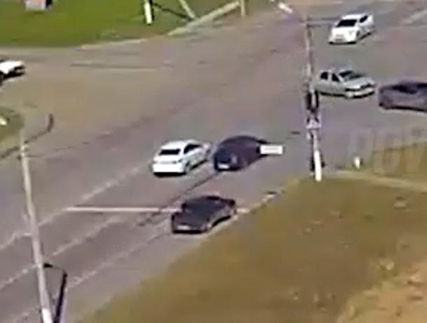 От мощного удара автомобиль отбросило