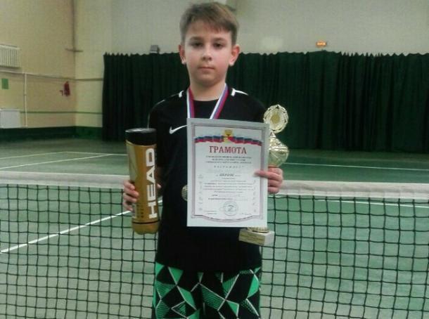 Волжанин завоевал кубок турнира по теннису