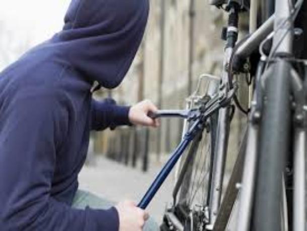 Спортивный велосипед угнали у волжанки, перекусив защитный тросик