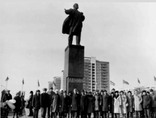 Волжскому Ленину уже тридцать пять лет