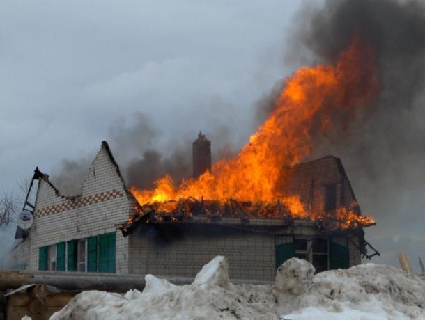В Ленинском районе вспыхнул дом на двух хозяев