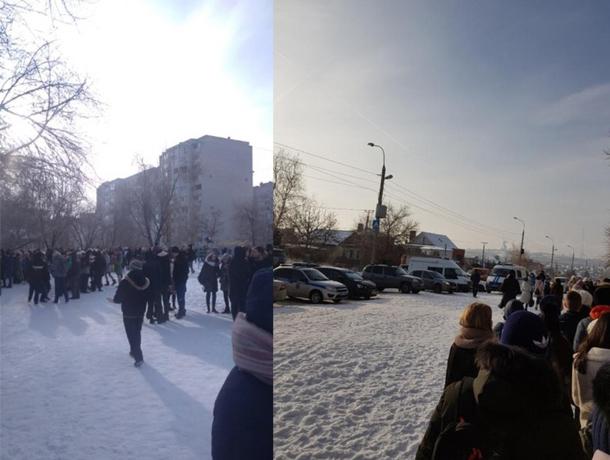 В Волгограде проходит массовая эвакуация из-за угрозы минирования