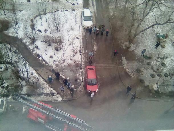 В Волжском эвакуировали 22 человека из-за пожара в многоэтажке
