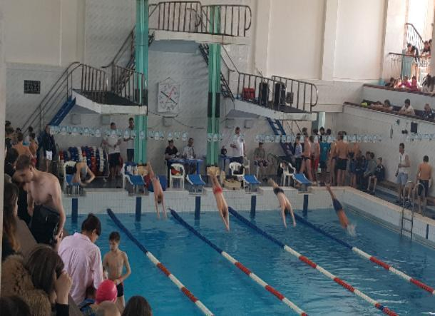 Волжские пловцы достойно выступили на чемпионате города