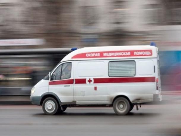 На въезде в Волжский врезались KIA Rio и Mazda