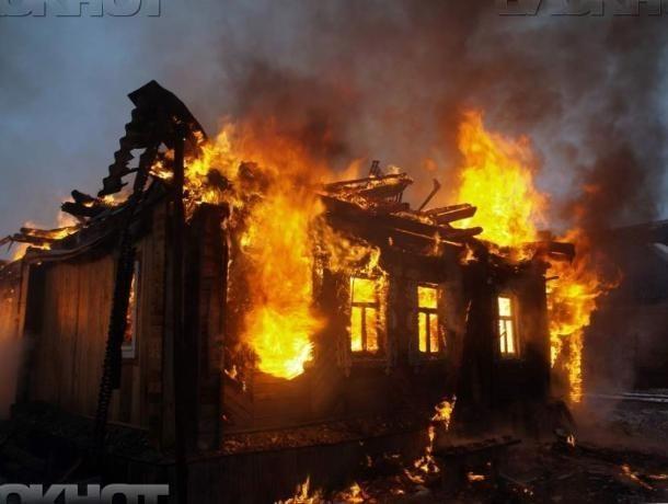 Под утро в Средней Ахтубе вспыхнула деревянная баня