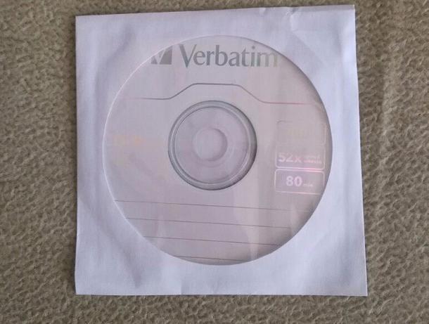 Странные диски в белых конвертах разбрасывают в почтовые ящики жителей Волжского