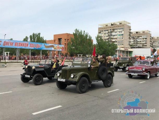 Появились первые фото с парада Победы в Волжском