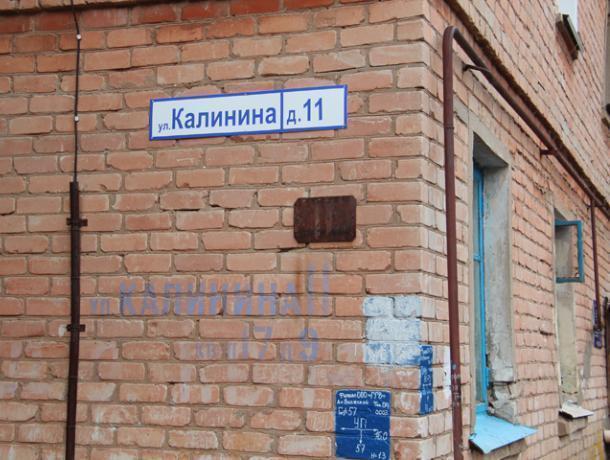 Аварийный дом стал местом выездного собрания депутатов
