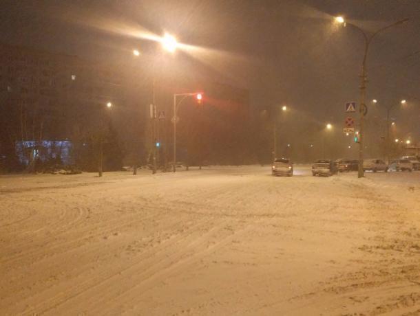 Сегодня ночью наборьбу свыпавшим снегом выйдут 217 единиц специальной техники