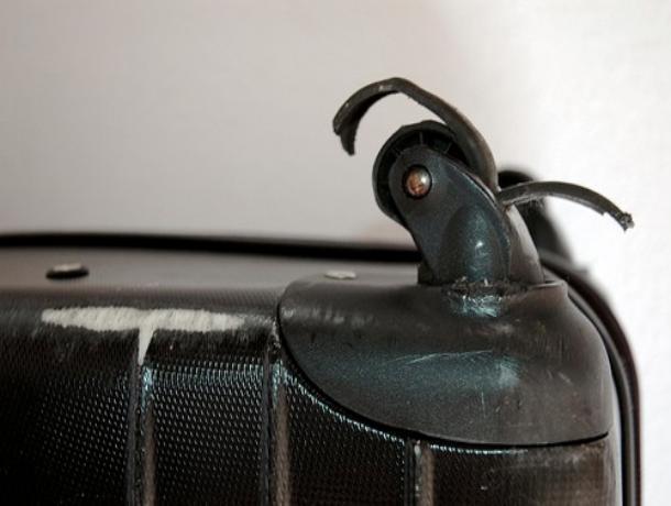 Авиакомпанию «Сибирь» оштрафовали за сломанный чемодан волжанина