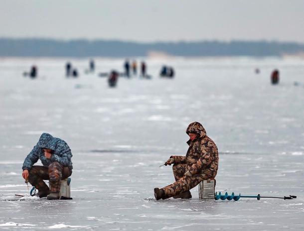 20 рыбаков привлекли к административной ответственности за ловлю на Волжской ГЭС