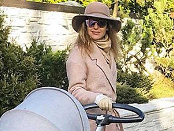 Неприметную коляску за сто тысяч рублей выбрала для дочки волжанка Юлия Ковальчук