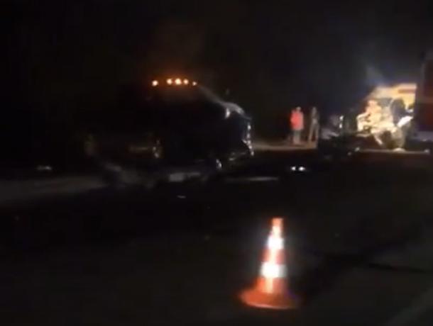 Очевидцы утверждают, что в страшной аварии под Волгоградом погибла семья
