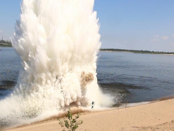 Столб воды поднялся в небо после взрыва авиабомбы в Краснослободске