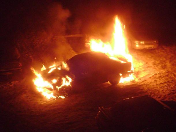 В Ленинском районе пылало легковое авто