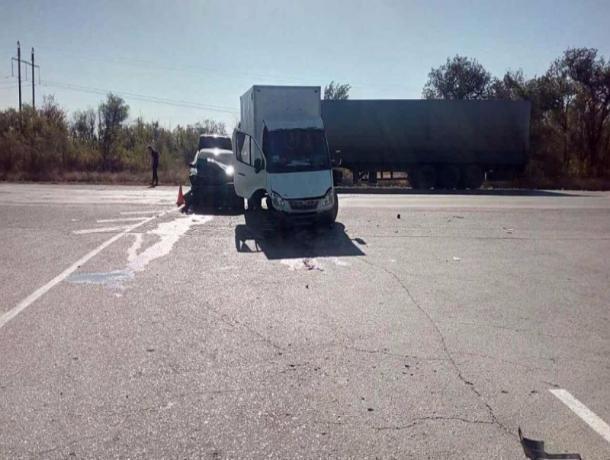 Два человека пострадали в сильном ДТП на трассе между Волжским и Быково