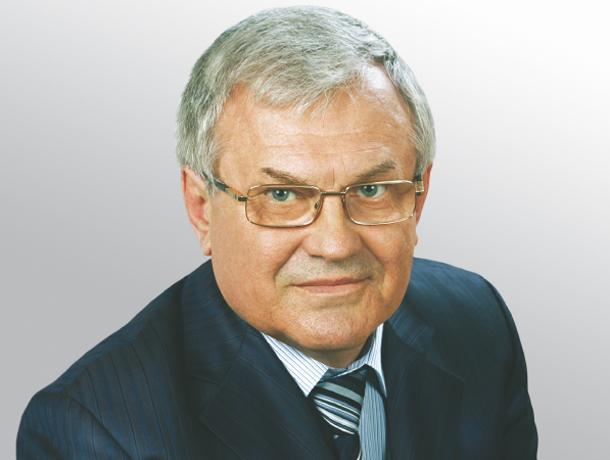 Двумя квартирами, домом и земельными участками похвастался депутат облдумы из Волжского Анатолий Бакулин