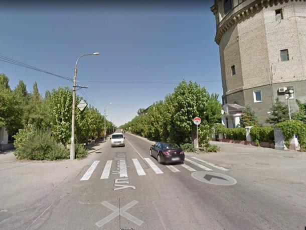 Трех школьниц сбила женщина на иномарке в Волжском и сбежала с места ДТП