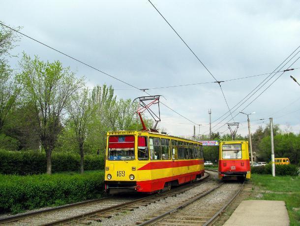 Неуправляемый трамвай гнал по Волжскому без тормозов, - пассажирка