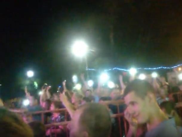 Волжане зажгли десятки огней на концерте экс-«землянина»