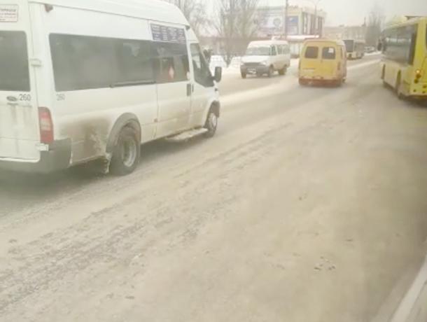 Администрация Волжского игнорирует заледенелые дороги