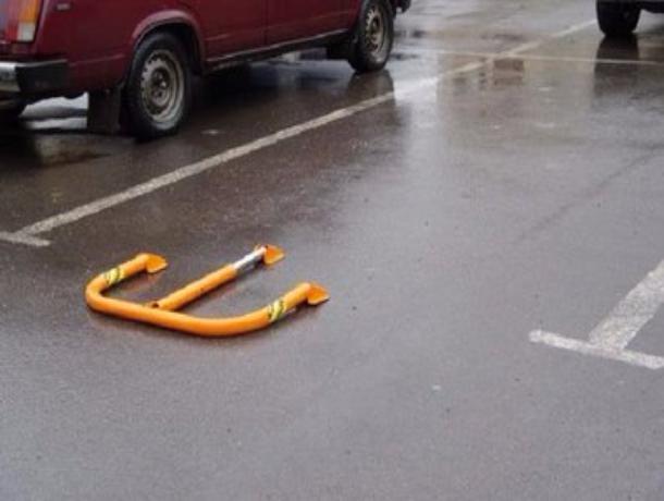 Две парковки, которые жители оградили самовольно, снесли во дворах Волжского