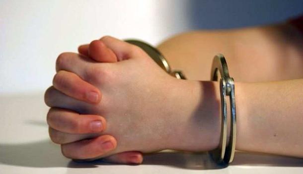 Парочка 18-летних волжан обворовали киоск на улице Пушкина