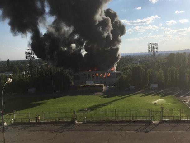 В Волжском загорелся спортзал на Набережной