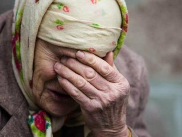 В Ленинском районе мошенник обманул пенсионерку при продаже дома