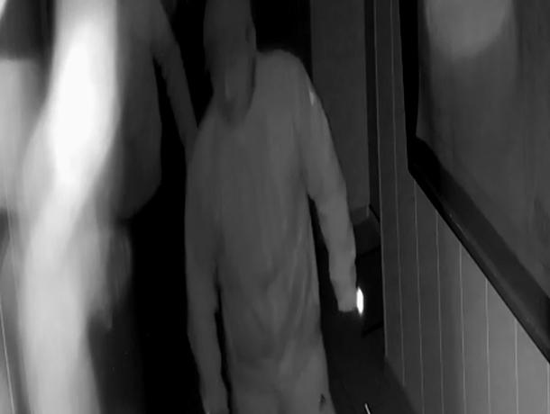 Полиция разыскивает ночных грабителей