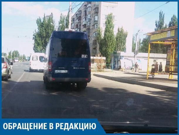 Волжские маршрутчики высаживают пассажиров посреди дороги, - волжанин