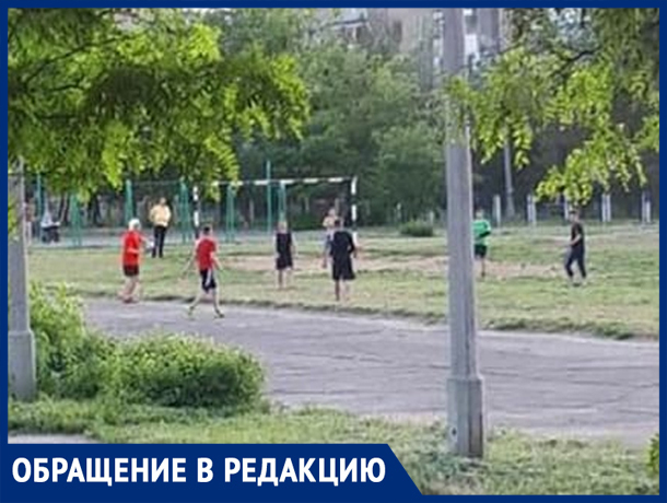 Волжане играют в футбол на «минном» поле