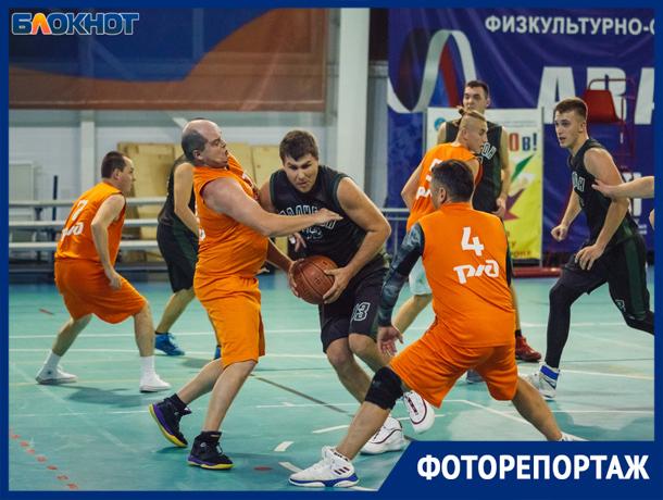 Борьба и эмоции: в Волжском состоялся чемпионат по баскетболу