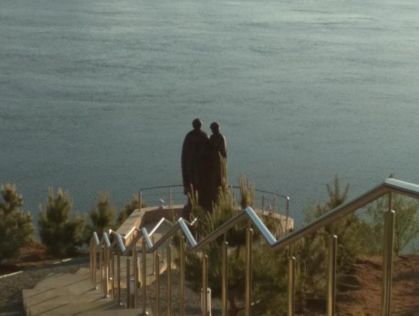 Неизвестный памятник на обрыве в Средней Ахтубе обнаружил житель